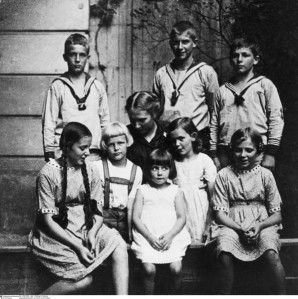 Paula Bonhoeffer surrounded by her children.